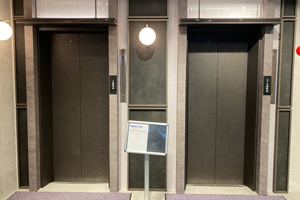 左側エレベーターイメージ